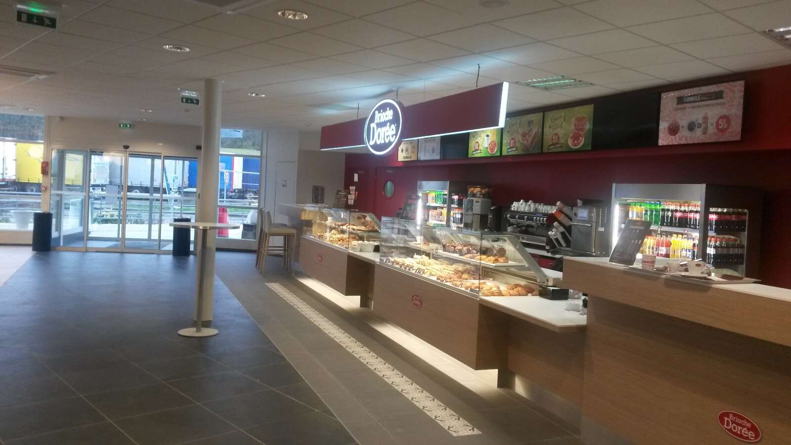 A new concept mix for the motorway service station of